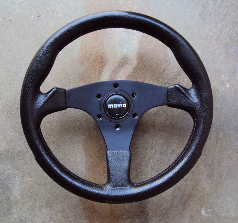 BC Italy 320mm Steering Wheel with MOMO Horn Button 01